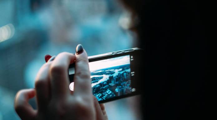 Aparat cyfrowy czy smartfon - czym robić zdjęcia?