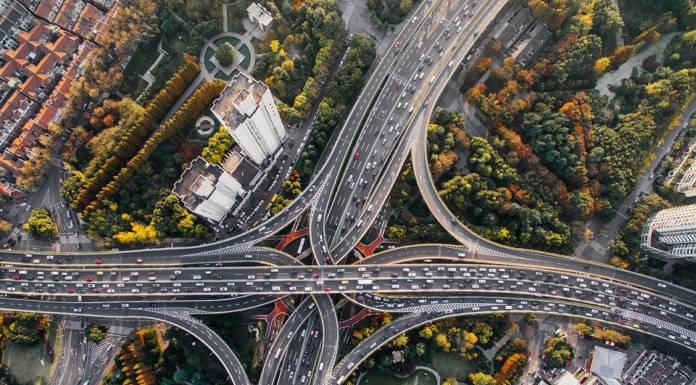 Specjaliści przewidują: od 2019 roku sprzedaż aut spalinowych będzie spadać